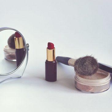 Как макияж убивает кожу